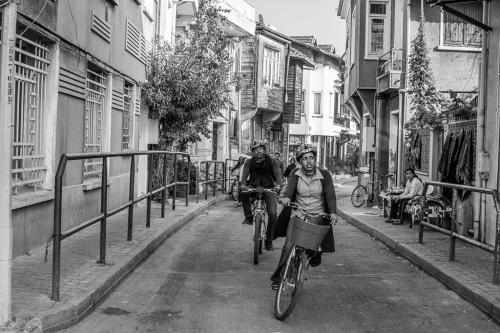 Ανακαλύπτοντας χαμένα δρομάκια με ποδήλατο / Discovering lost alleys with a bicycle