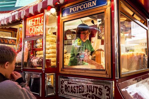 Πωλήτρια ποπ κορν, οδός Fremont, Λας Βέγκας, Νεβάδα Popcorn Vendor, Fremont Street, Las Vegas, Nevada