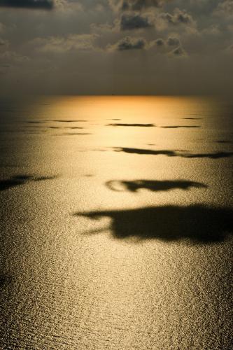 Σκιές στη θάλασσα / Shadows on sea