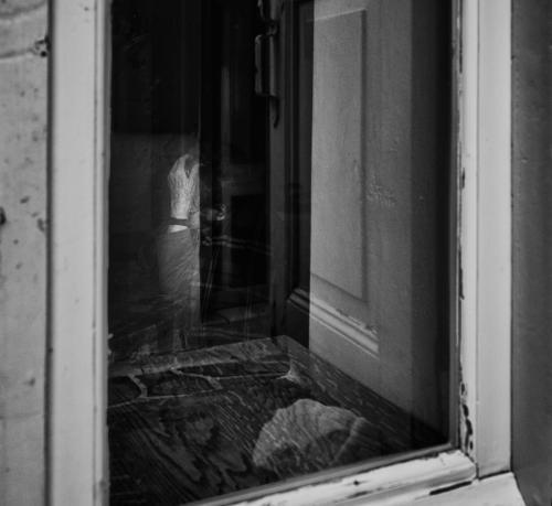 Μέσα από το παράθυρο 1 / Through the window 1
